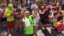 Des milliers de personnes ont participé à une bataille d'eau géante à Madrid