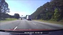 Un camion perd une roue au milieu de l'autoroute et sème la panique