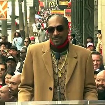 Snoop Dogg thanks himself after reciving a star in the Hall of Fame
