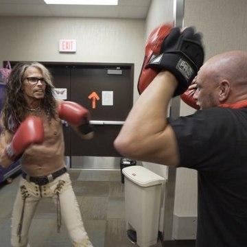 Steven Tyler, 71 years old, boxing backstage - Aerosmith