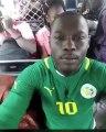 Ce Fan sénégalais soutient le Sénégal d'une drôle de manière. Essayez de ne pas rire !