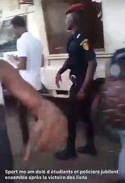 Étudiants et policiers se réconcilient après la victoire du Sénégal