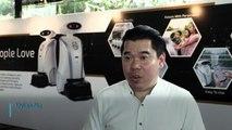 Simpáticos robots limpian y cantan rap en Singapur