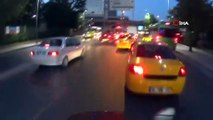Minibüs şoförü terörü bitmek bilmiyor... 'Üstüme çıktın' diyen taksiciye minibüs şoförünün tekme attığı anlar kamerada