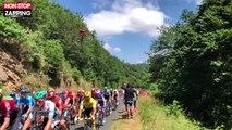 Tour de France : Le saut incroyable d'un vététiste au-dessus des coureurs (vidéo)