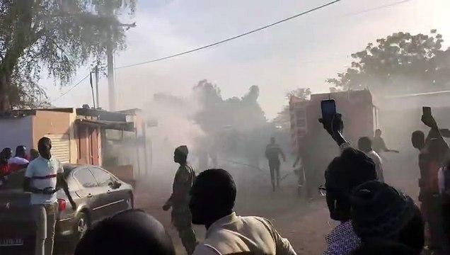 Une  limousine  Présidentielle  prend feu a l'entrée de Nguéniène