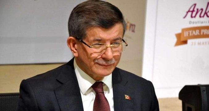 """Ahmet Davutoğlu """"Trol çetesi"""" derken kimleri kastettiğini açıkladı"""