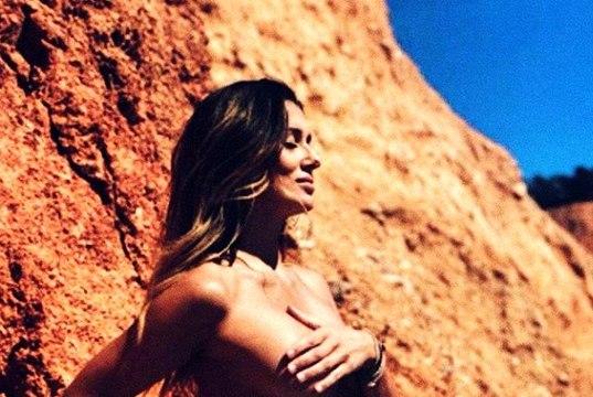 Manken Selda Car, hamileyken çekildiği çıplak fotoğrafını paylaştı