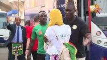 Une Egyptienne saute sur Sadio Mané à sa descente du bus