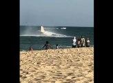 Un avion fait un amerrissage d'urgence devant une plage sous les yeux des touristes !