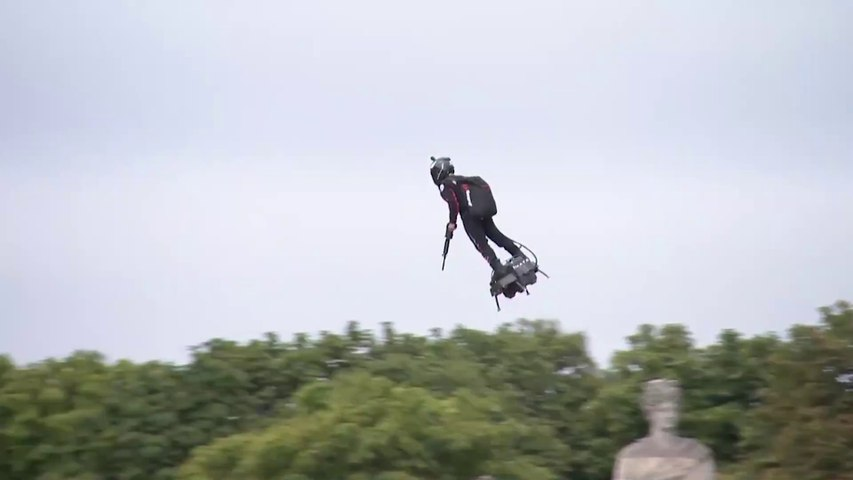 Sky surfer wows crowds at Bastille Day celebration