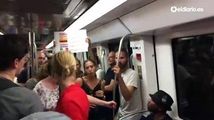 Aviso de precaución con los carteristas en el Metro de Barcelona