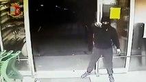 Bitonto (BA) - Rapine armate in negozi_ arrestati due giovani (19.07.19) [360p]