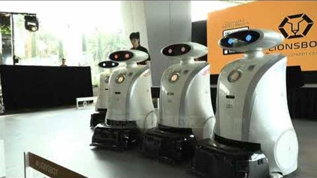 Singapori Hi-Tech, robotët për pastrim dhe argëtim