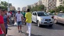 Les fans algeriens arrivent au stade du Caire