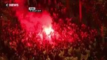 Les supporters algériens fêtent la victoire des Fennecs