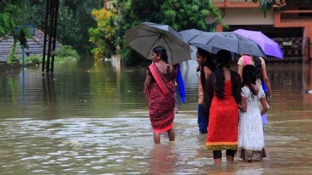 തിങ്കളാഴ്ച അവധി | Oneindia Malayalam