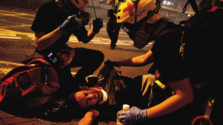 Chaos in Hong Kong as police fire tear gas, rubber bullets