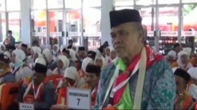 Jemaah Calon Haji Kloter 22 Embarkasi Makassar Masuk Asrama Haji