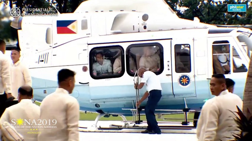 Duterte arrives 55 minutes late for SONA