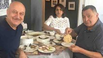 Rishi Kapoor enjoys aate ki roti in New York with Anupam Kher after a long time | FilmiBeat