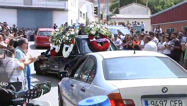 Vecinos y familiares muestran su dolor por la muerte de los cuatro jóvenes del accidente de Salamanca