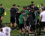 Juventus : Cristiano Ronaldo saute sur un policier chinois !