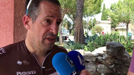 Comment Julien Jurdie, directeur sportif d'AG2R, prépare son briefing