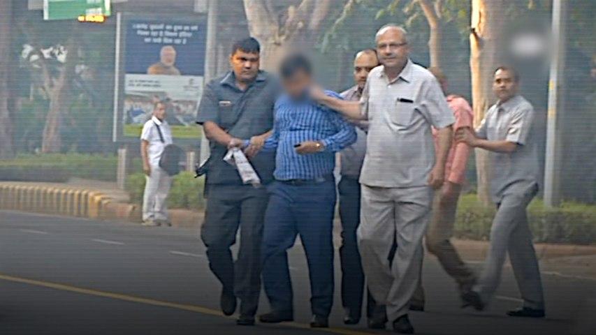 Four men in plain clothes caught outside the house of CBI's Alok Verma; IB denies involvement