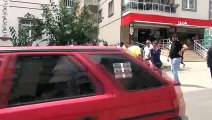 Motosiklet minibüsün altında kaldı, sürücüsü ağır yaralandı