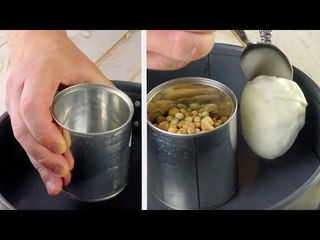 Placez une boîte de conserve vide dans la casserole. La surprise arrive à la fin.