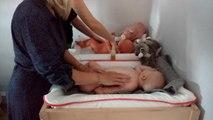 Séance de massage pour Lyse, lors de son baby spa