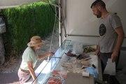 VIDEO. Damien, poissonnier ambulant, fait le bonheur de ses clients de Sologne