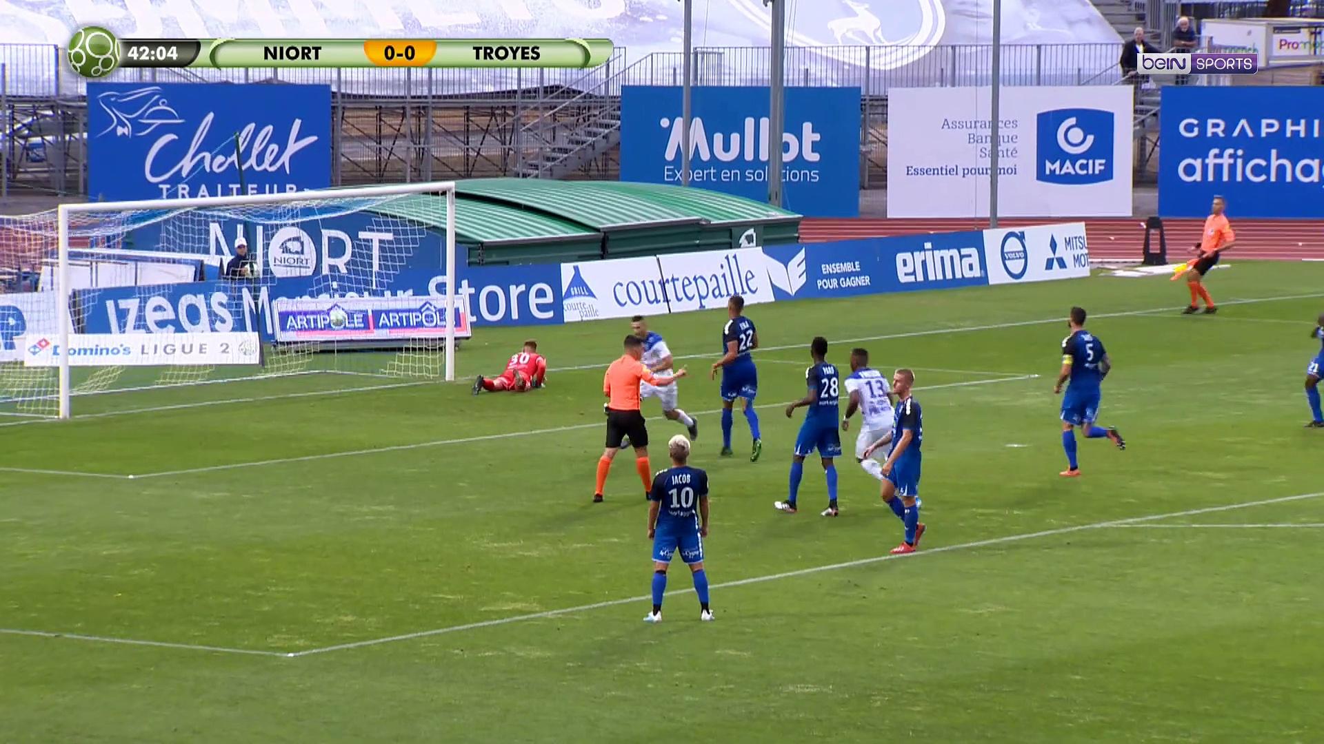 Ligue 2 : Guingamp déçoit, Clermont cartonne