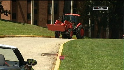 NFL Throwback: Brett Keisel shows up to camp in a tractor