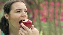 Apple रोजाना खाने वाले हो जाएं सावधान, बीमारी को दे रहे हैं बुलावा | Boldsky
