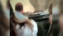 Effrayant : un éléphant charge un groupe de touristes