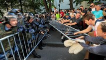 Hundreds of people arrested at Moscow free elections protest
