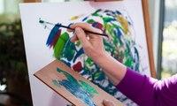تبلغ من العمر 87 سنة ولديها أكثر من 160 ألف متابع على انستقرام... والسبب لوحاتها