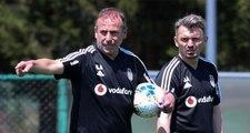 Beşiktaş yardımcı antrenörü Orhan Ak'a taraftar tepkisi