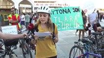 Kadıköy Adalar İskelesinde atlar için bisikletli eylem