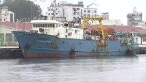 北 단속 러시아 선박 11일 만에 속초 귀환...우리 국민 2명 무사히 도착 / YTN