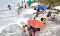 Une énorme vague provoque la panique sur une plage brésilienne !