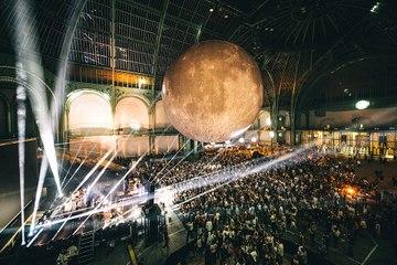 MOOON : une nuit cosmique au Grand Palais !