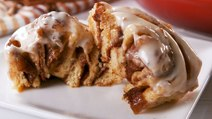 These Maple Bacon Cinnamon Rolls Are The Ultimate Sweet & Savory Breakfast