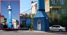 Yol ortasında kalan minare görenleri şaşkına çevirdi! Camisi 50 metre yanında