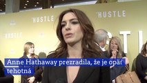 Anne Hathaway prezradila, že je opäť tehotná
