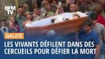 En Galice, les vivants défilent dans des cercueils pour faire face à la mort
