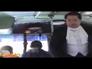 Valeriano Lanchas como cantante de bus, crónica SoHo Low