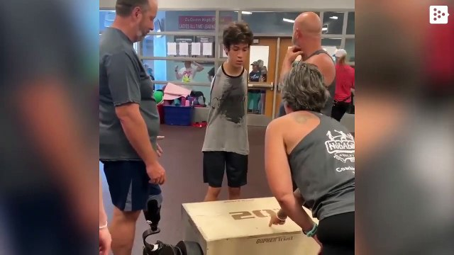 A teenager without arms overcomes a jumping challenge and becomes an inspiring example on the Web